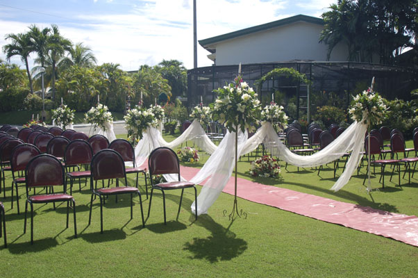 Image of garden wedding at Linmarr's La Orchidia Garden